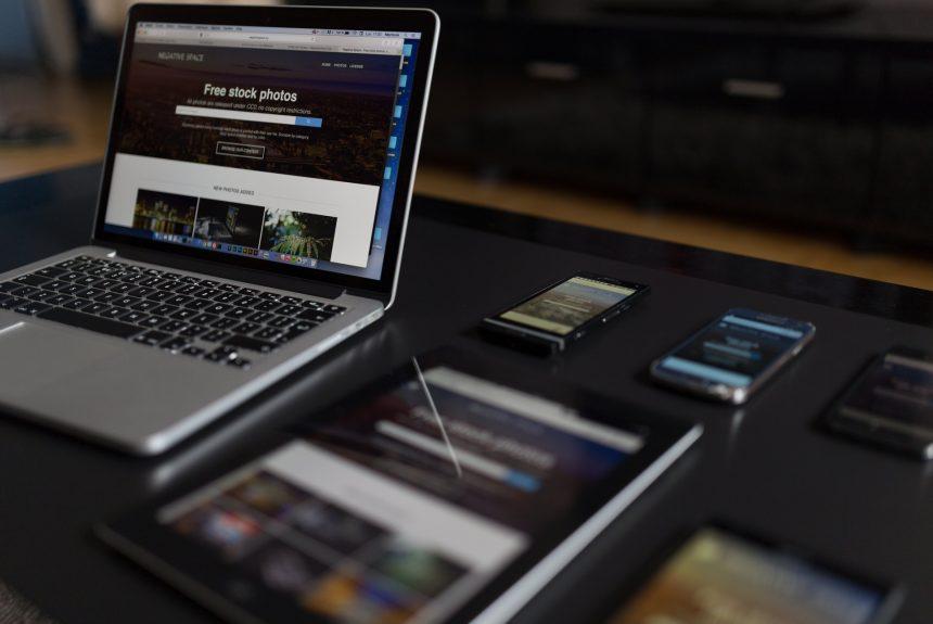 tela de computador, tela de celular, site responsivo